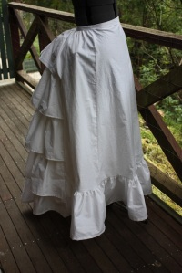 The side view, with the bustle underneath.