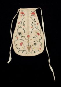 Embroidered cotton and linen pocket, c. 1775-1800.
