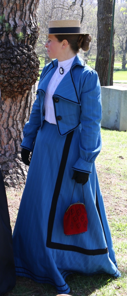 My outing to the Victorian picnic, showing my new bag in action!
