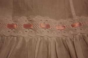 The ribbon insertion lace attached above the frill.